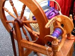 Lens10008321_1268790852spinning-yarn